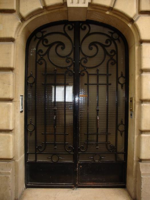 Porte en fer forg adonie porte en fer forg style classique le grand catalogue porte en for Porte en fer atelier