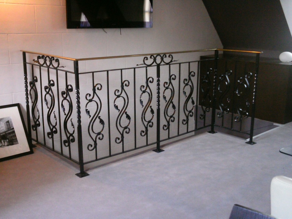 garde corps en fer forg roma photo 2 garde corps escalier balcon en fer forg style. Black Bedroom Furniture Sets. Home Design Ideas