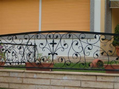 grille en fer forg maria grille de cl ture en fer forg style classique le grand. Black Bedroom Furniture Sets. Home Design Ideas
