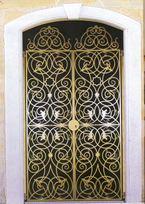 Portail en fer forg palais royal portail en fer forg for Dessin de portail en fer forge