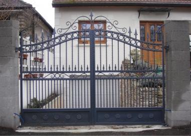 Portail en fer forg val de fontenay portail en fer for Dessin de portail en fer forge
